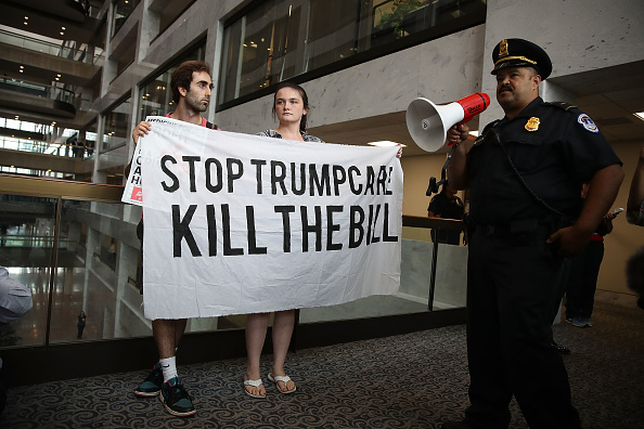 Joe Raedle「Activists Protest Efforts To Repeal ACA At Rally On Capitol Hill」:写真・画像(1)[壁紙.com]
