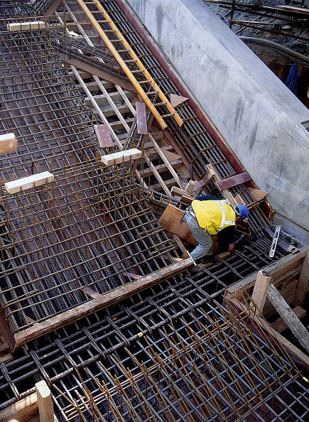 Pouring「Fixing shuttering prior to concrete pour Canning Town London Underground station London, United Kingdom」:写真・画像(7)[壁紙.com]