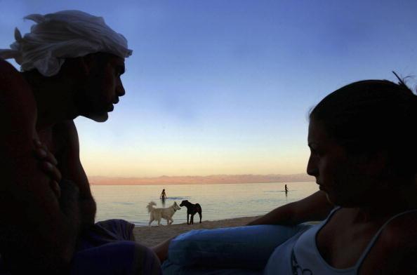 Uriel Sinai「Israelis Find Tranquility On Sinai Desert Beach」:写真・画像(16)[壁紙.com]