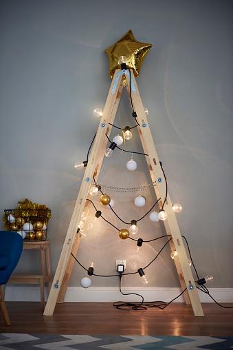Christmas Decoration「Christmas tree made from ladder」:スマホ壁紙(3)