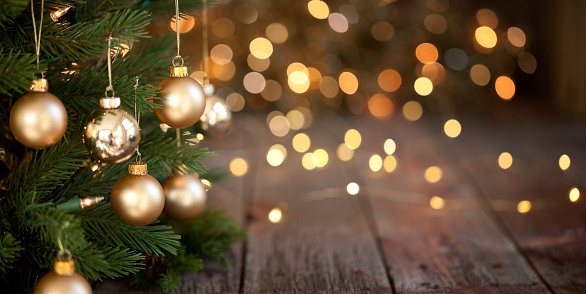 Christmas Decoration「Christmas Tree and Gold Lights Background」:スマホ壁紙(2)
