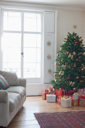 Christmas Decoration「Christmas tree surrounded with gifts」:スマホ壁紙(18)