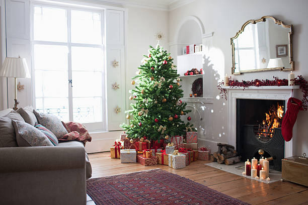 Christmas tree surrounded with gifts:スマホ壁紙(壁紙.com)