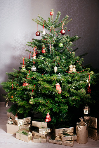 Christmas Paper「Christmas tree with presents」:スマホ壁紙(8)