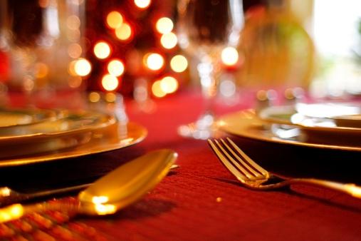 Dinner「Christmas Table Setting - Decorative Tablecloth and Flatware」:スマホ壁紙(15)