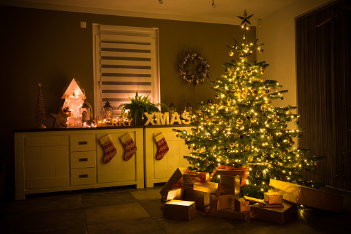 Christmas「christmas tree with baubles, lights and presents」:スマホ壁紙(4)