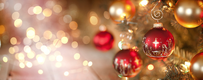 Christmas Lights「Christmas Tree and Nativity Ornaments with Defocused Lights Background」:スマホ壁紙(2)