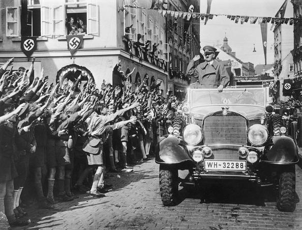 World War II「Cheering Hitler」:写真・画像(9)[壁紙.com]