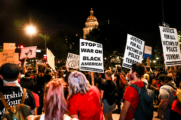Denver「Protests Erupt Across U.S. After Charges In Death Of Breonna Taylor Are Announced」:写真・画像(1)[壁紙.com]