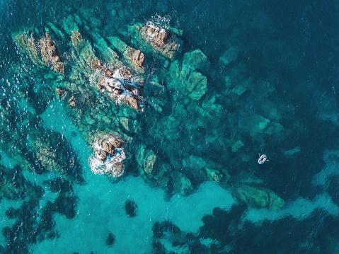 Remote Location「Lonely boat near reefs」:スマホ壁紙(12)