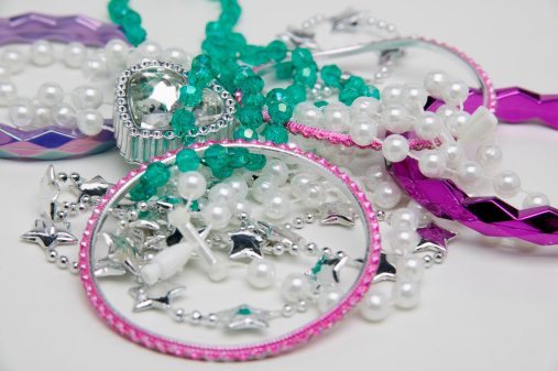 Inexpensive「Plastic costume jewelry」:スマホ壁紙(9)