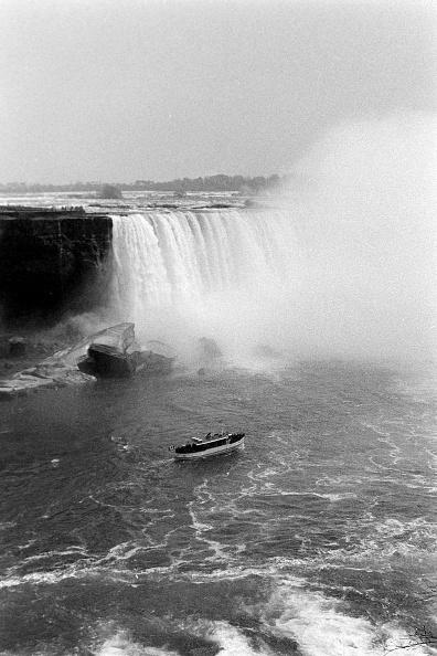 Passenger Craft「At Niagara Falls」:写真・画像(7)[壁紙.com]