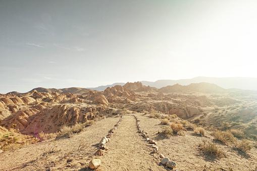 Exploration「dirt path leading to rocky landscape」:スマホ壁紙(12)