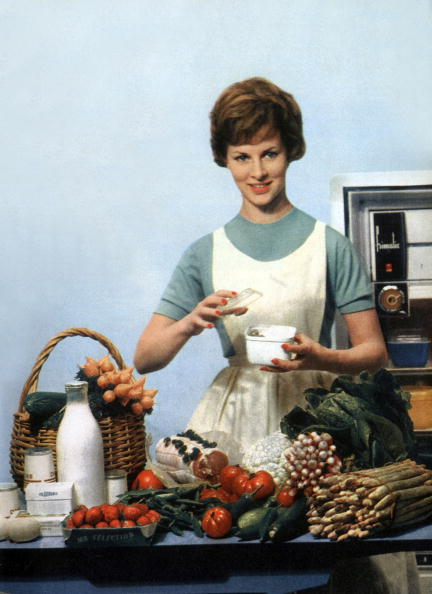 1960-1969「French housewife with food and fridge, 1960」:写真・画像(3)[壁紙.com]