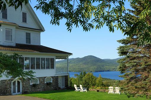Adirondack Chair「Inn and gardens overlooking lake」:スマホ壁紙(11)