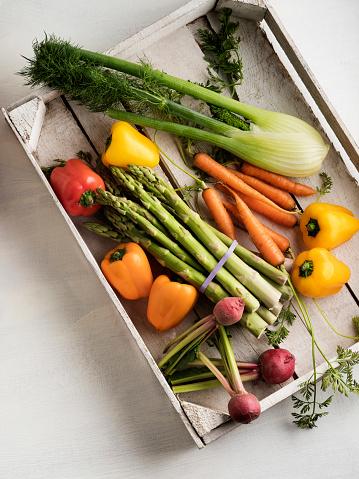 Fennel「veggies in wood box with white backdrop,Fresh vegetables」:スマホ壁紙(15)