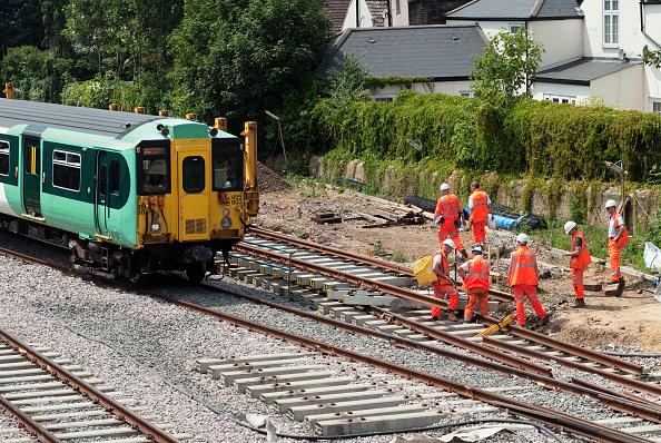 Railroad Track「Relaying of track lines near Croydon, UK」:写真・画像(6)[壁紙.com]