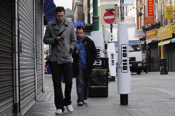 歩く「Padded Lamp Posts Introduced in Brick Lane」:写真・画像(5)[壁紙.com]