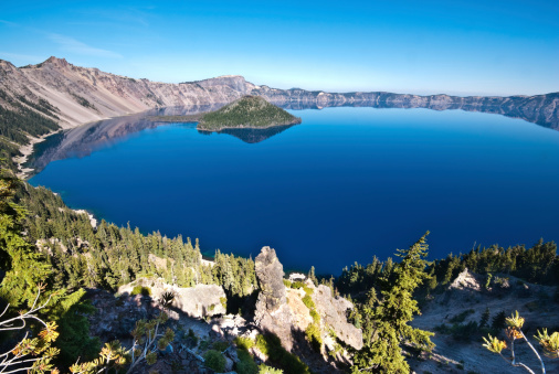 Volcanic Landscape「Crater Lake and Wizard Island」:スマホ壁紙(10)