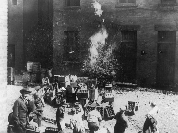 1920-1929「Bottle Smashing」:写真・画像(12)[壁紙.com]