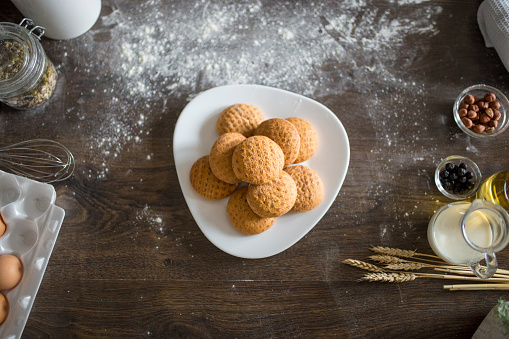 Gingerbread Cookie「Ginger bread cookies on a plate」:スマホ壁紙(17)