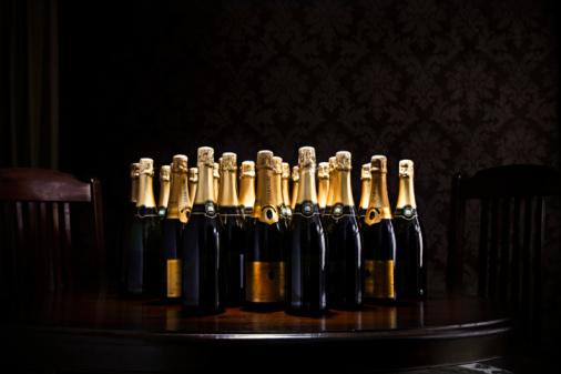 Large Group Of Objects「loads of champange bottles on living room  table」:スマホ壁紙(18)