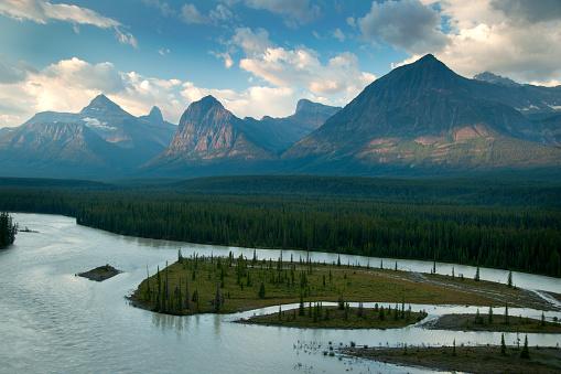 アサバスカ山「Athabasca River and Mountains」:スマホ壁紙(0)
