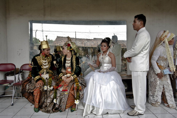 Bride「Couples Wed In Indonesia To Commemorate 12/12/12」:写真・画像(9)[壁紙.com]