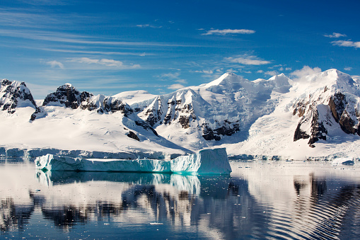Antarctic Ocean「The Gerlache Strait separating the Palmer Archipelago from the Antarctic Peninsular off Anvers Island. The Antartic Peninsular is one of the fastest warming areas of the planet.」:スマホ壁紙(2)