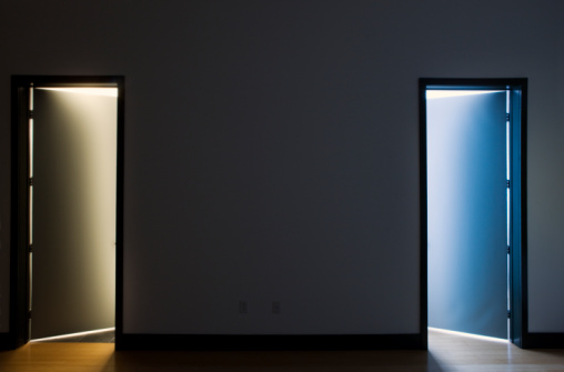 Choice「Two open doors, bathroom and closet, night」:スマホ壁紙(14)