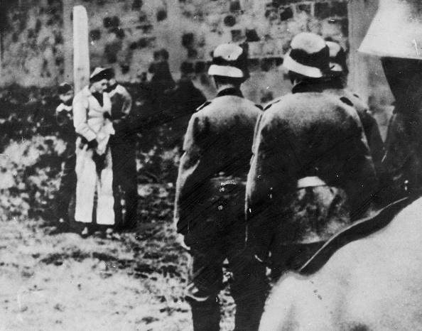 World War II「Tied To The Stake」:写真・画像(2)[壁紙.com]