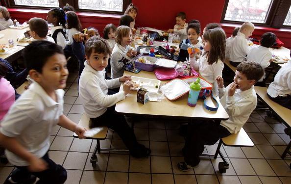 School Building「Senator Dick Durbin Tours New Healthy Lunch In Schools Program」:写真・画像(17)[壁紙.com]