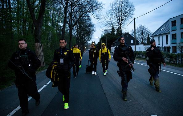 Exploding「Borussia Dortmund Bus Explosion Injures One」:写真・画像(4)[壁紙.com]
