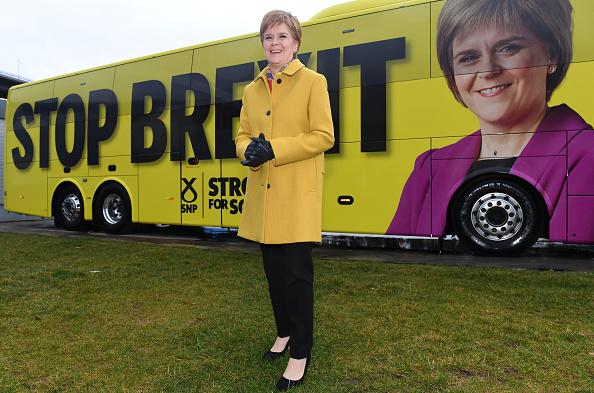 Bus「Nicola Sturgeon Kicks Off The SNP Campaign Bus Tour」:写真・画像(6)[壁紙.com]