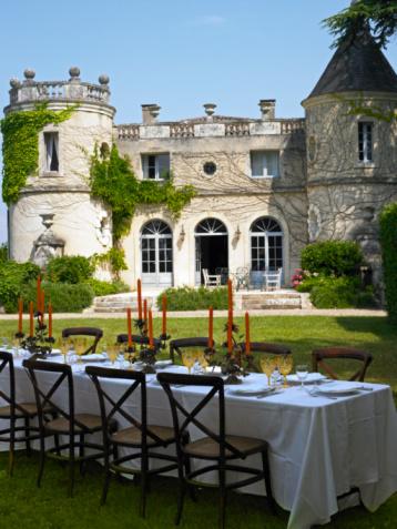 Castle「Table set for meal on lawn of castle」:スマホ壁紙(12)