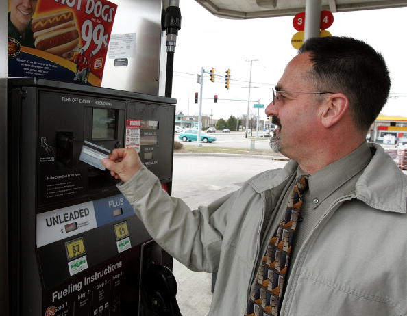 Credit Card Purchase「Oil Prices Continue To Rise With Demand」:写真・画像(4)[壁紙.com]