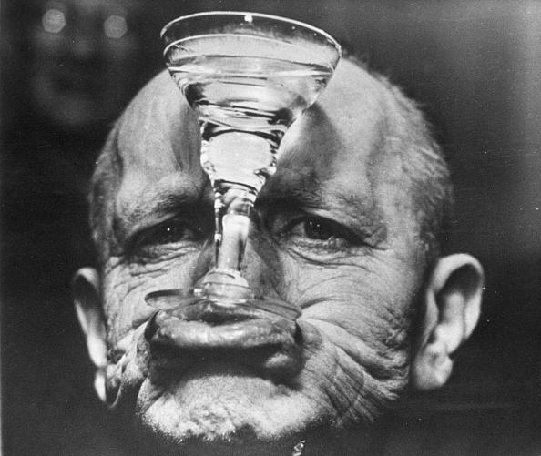 Wineglass「Glass Holder」:写真・画像(5)[壁紙.com]