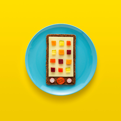 Colored Background「Edible smartphone on plate」:スマホ壁紙(12)