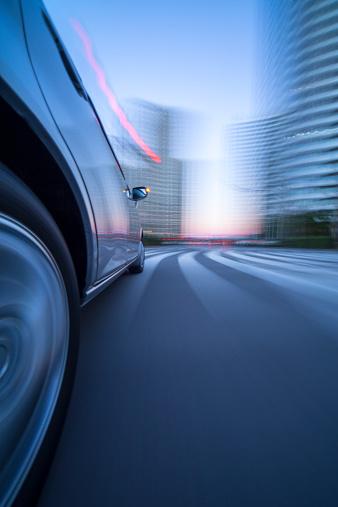 Motor Vehicle「Driving in city at dusk.」:スマホ壁紙(11)