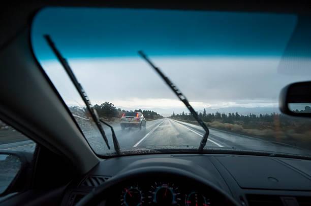 Driving in the rain:スマホ壁紙(壁紙.com)
