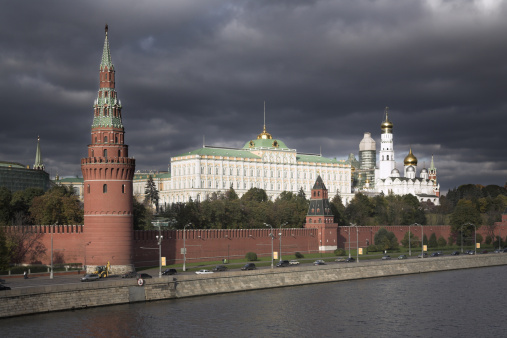 Cathedral「Walls of the Kremlin with the Grand Kremlin Palace and Cathedral behind, Moscow, Russia」:スマホ壁紙(13)
