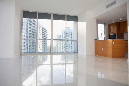 Cityscape「Windows and reflective floor in empty modern apartment」:スマホ壁紙(7)