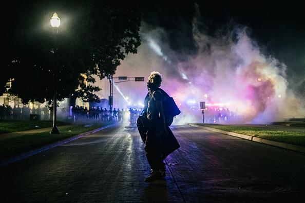 トピックス「Protests Erupt After Kenosha, WI Police Shoot Black Man 7 Times In The Back」:写真・画像(7)[壁紙.com]