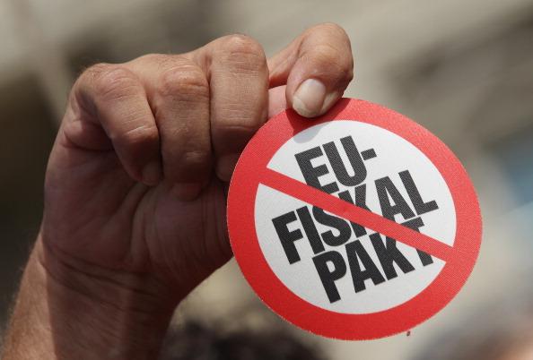 Debt「Activists Protest ESM And Fiscal Pact」:写真・画像(17)[壁紙.com]