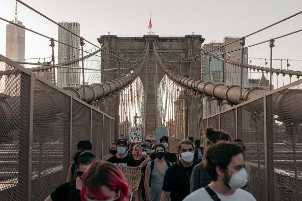 Brooklyn Bridge「Anti-Racism Protests Held In U.S. Cities Nationwide」:写真・画像(11)[壁紙.com]