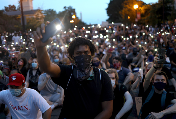 平穏「Protesters Demonstrate In D.C. Against Death Of George Floyd By Police Officer In Minneapolis」:写真・画像(6)[壁紙.com]