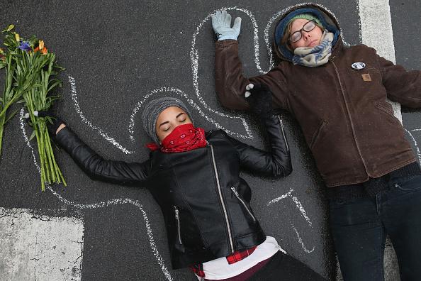 Lying Down「Tense Ferguson, Missouri Awaits Grand Jury Findings In Shooting Of Michael Brown」:写真・画像(19)[壁紙.com]