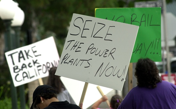 Crisis「Panel Discussion Explores California Energy Crisis」:写真・画像(6)[壁紙.com]