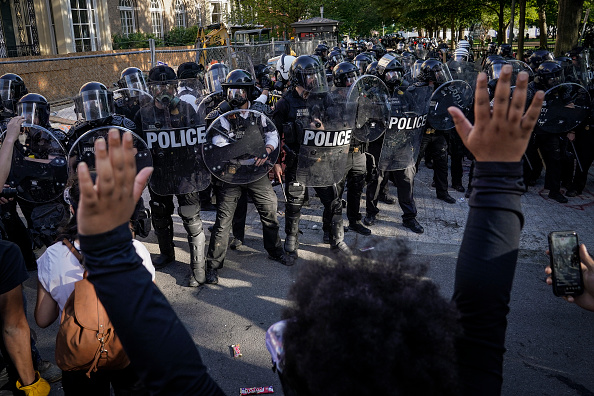 Police Force「Protesters Demonstrate In D.C. Against Death Of George Floyd By Police Officer In Minneapolis」:写真・画像(19)[壁紙.com]