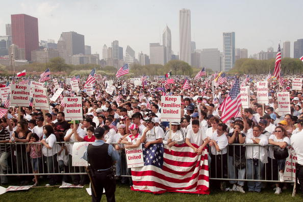Scott Olson「Immigrants Hold Marches Across U.S. On May Day」:写真・画像(2)[壁紙.com]